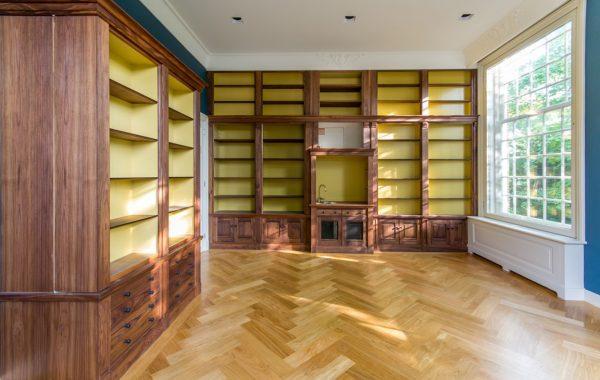 Bibliotheekkast in stijlkantoor